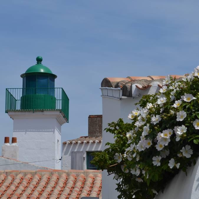 Phare des Mariés lighthouse, Port-Joinville, Ile d'Yeu